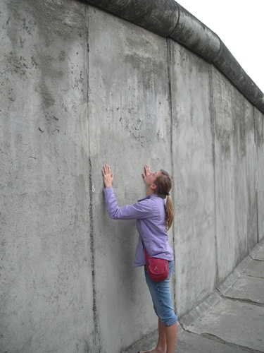 SO this is how the Berlin Wall looked like?