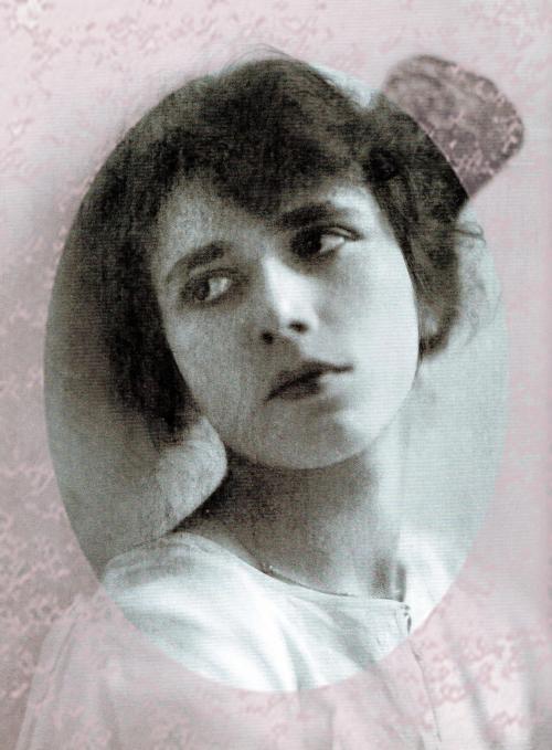 historic Pics: Agatha Christie -Portrait-1926