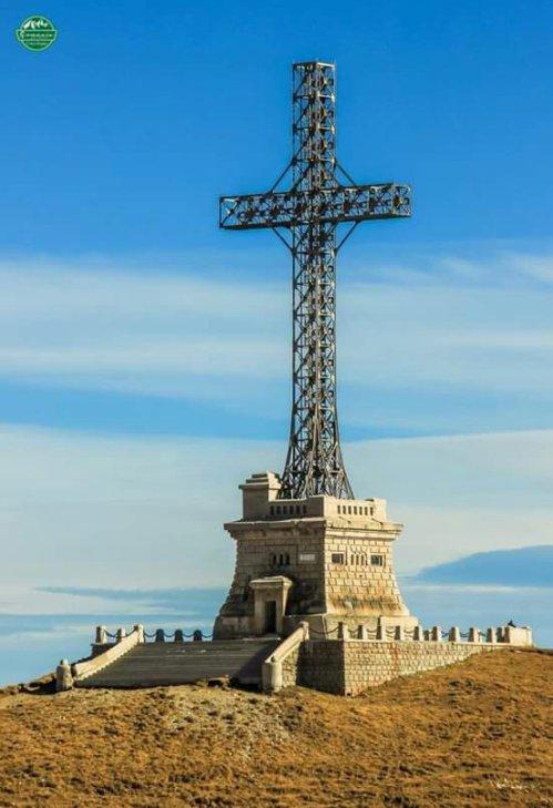 Crucea Eroilor Neamului (Crucea de pe Caraiman), Munţii BucegiFoto: Comșa Bogdanwww.facebook.com/COMSABOGDAN2016/