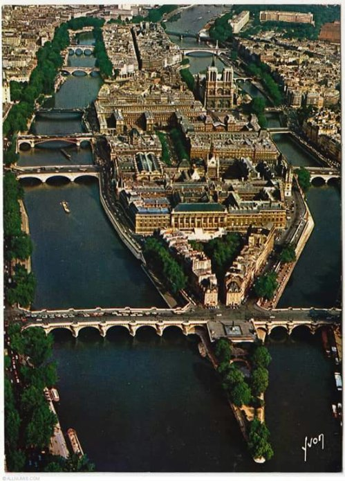Paris-Ile de la cité aerialThe Île de la Cité is one of two remaining natural islands in the Seine within the city of Paris