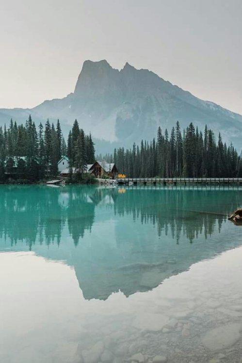Emerald Lake, Canada (📷 Mio Monasch)http://bit.ly/2wxyGyd