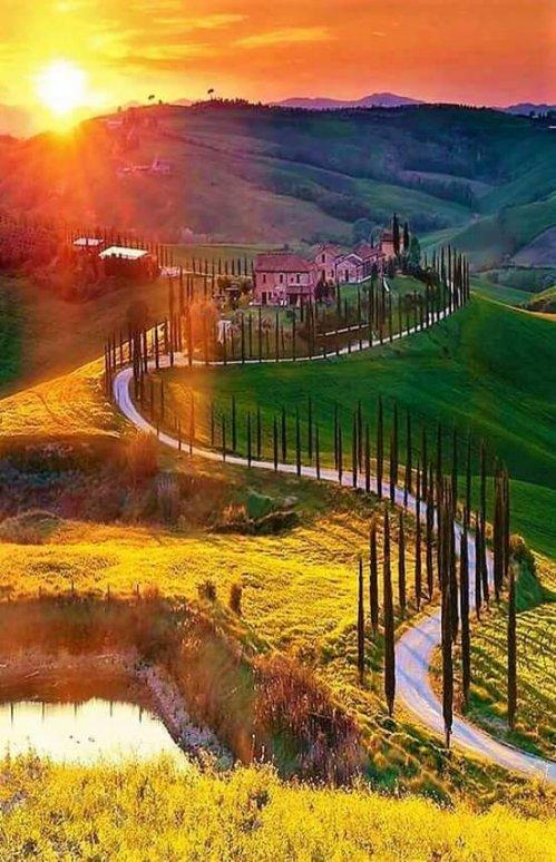 Magicla Sunset in Tuscany !