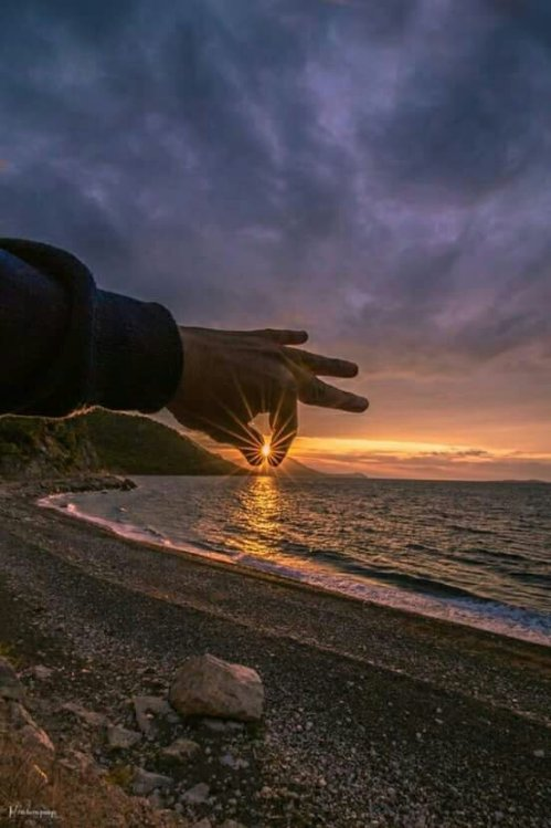 Holding the galaxy between your fingers: Life is beautiful!