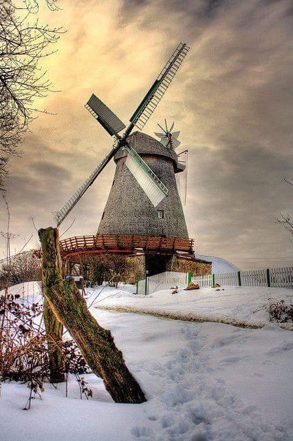 Quando soffia il vento del cambiamento alcuni costruiscono muri, altri mulini a vento.Proverbio