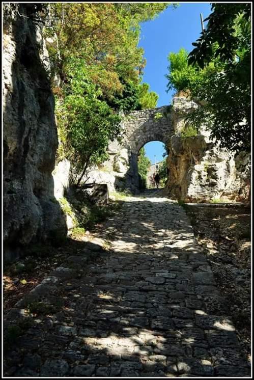 Antica Porta Romana sulla via Clodia - Saturnia by Disma Ballabio