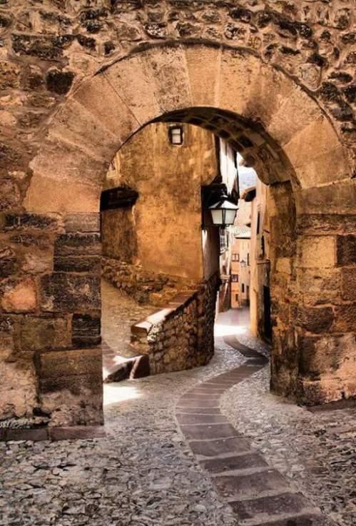 Portal de Molina, Albarracín, Teruel Spain via: http://bit.ly/2yNGL6Z