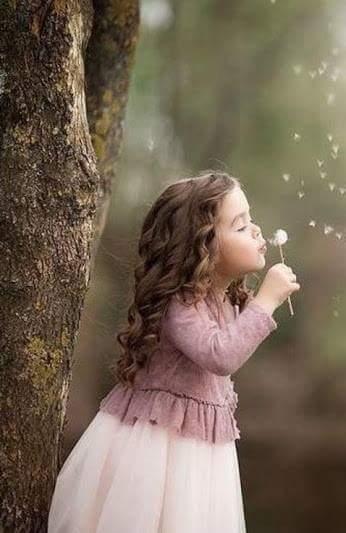 Teniamo quello che vale la pena di tenere e poi, con il fiato della gentilezza soffiamo via il resto.George Eliot