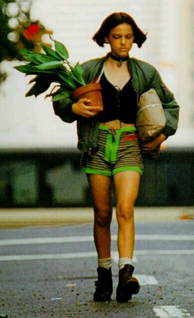 A girl and her plant pot (Natalie Portman-The Profesional)