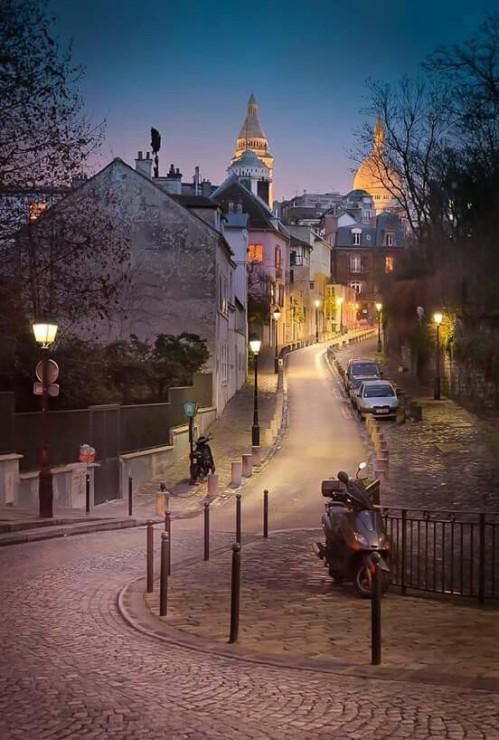 A quiet evening in Montmartre, Paris via: http://bit.ly/2H49lBP