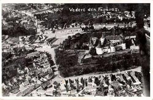 O imagine din aeroplan cu Făgărașul,anii 40și locul unde s-a construit Casa de Cultură.