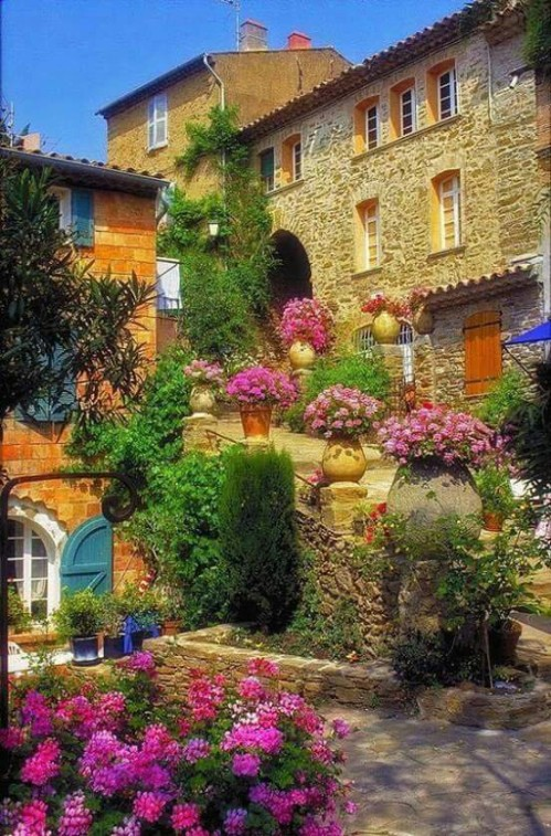 Houses in Tuscany, Italy !