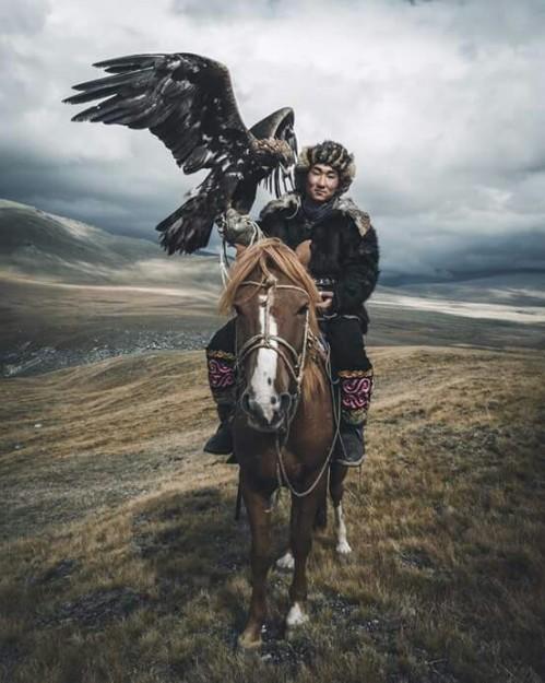 Altai Tavan Bogd National Park, Mongolia (photo by Max Muench) via: https://bit.ly/2HJbA18