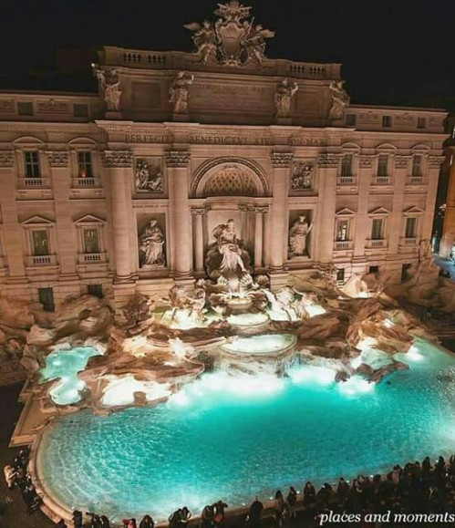 La Fontana di Trevi at night, Rome. Photo by @ahmet.erdem