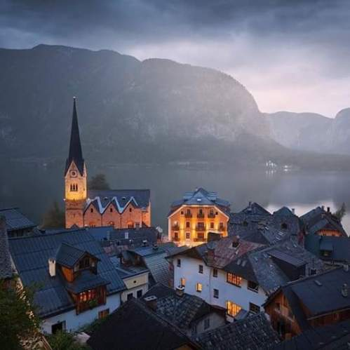 Hallstatt, Austria (photo by Daniel Řeřicha) via: https://bit.ly/2LAtUHf